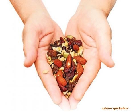 zdrave grickalice | jezgrasto voće